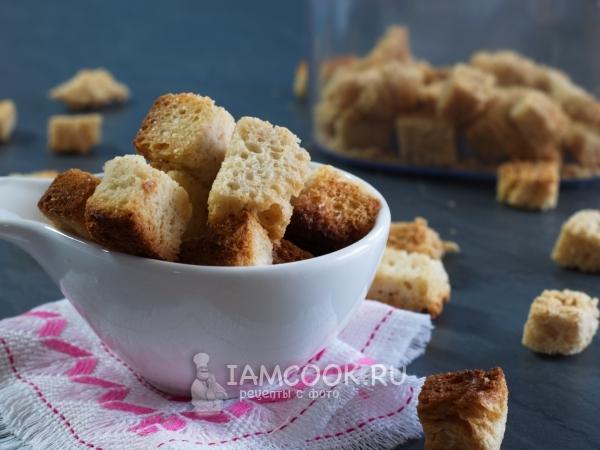 خبز محمص من الخبز الأبيض في الفرن