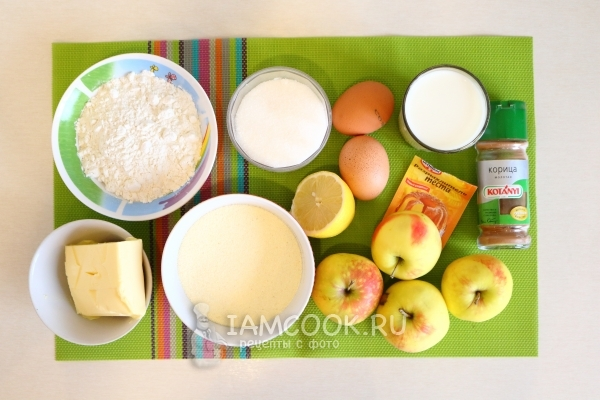 Ingredients for manna with apples in a multivark
