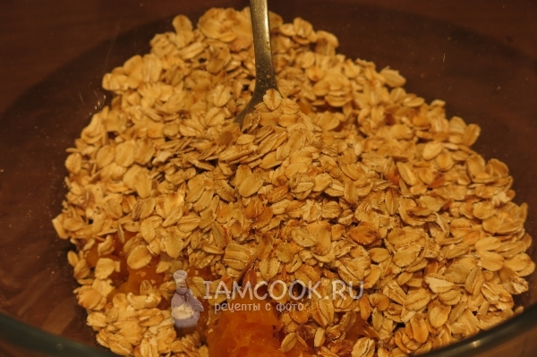 Combine oat flakes with pumpkin