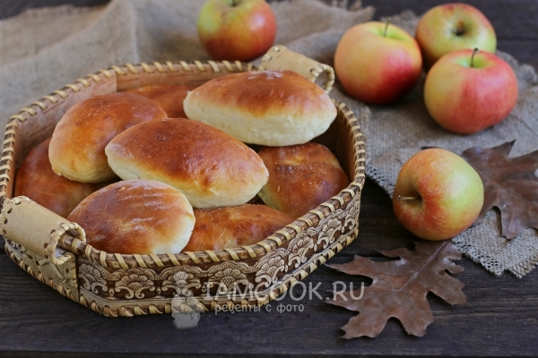 Recipe for pies with apples in the oven