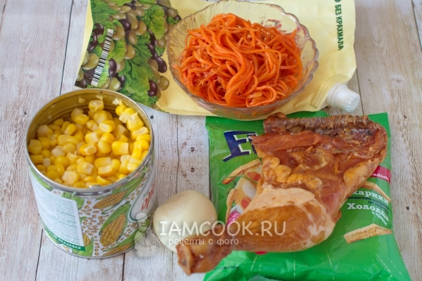 Ingredients for lettuce with Korean carrots and croutons