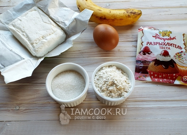 Ingredients for cheese cakes with banana and cottage cheese in the oven