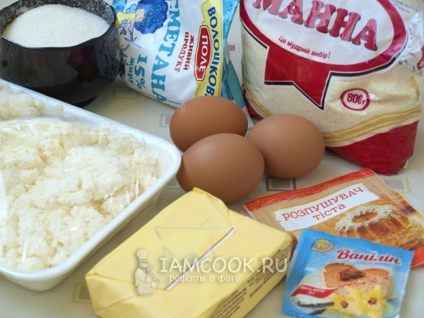 Ingredients for cottage cheese cakes with semolina
